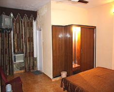 Hotel Aarti - Four Bed